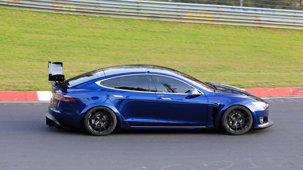 model-s-plaid-blue-wing