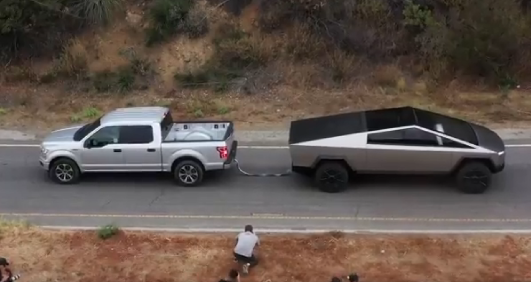Cybertruck vs Ford F-150 tug of war