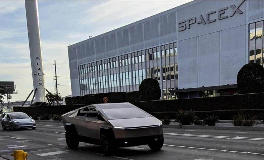 Tesla Cybertruck SpaceX