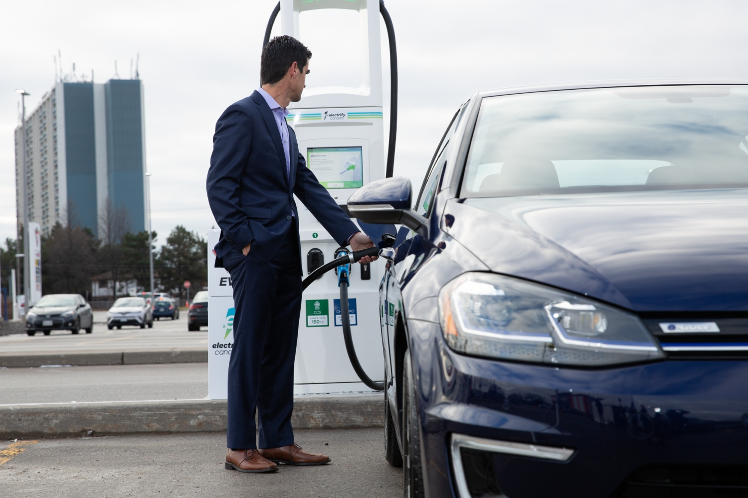 Small-Electrify-Canada-Announces-Agreement-with-Volkswagen-Canada-Providing-Electric-Vehicle-Charging-for-New-2020-VW-e-Golf-Customers-98
