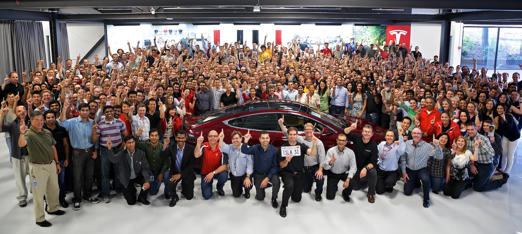 2012-06-01-tesla-headquarters-group-photo-s1